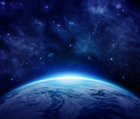 horizonte: Tierra azul del planeta, sol, estrellas, galaxias, nebulosas, v�a l�ctea en el espacio con lugar para el texto. Mundo global con algunas nubes el cielo oscuro puede utilizar para el fondo. Los elementos de esta imagen proporcionada por la NASA