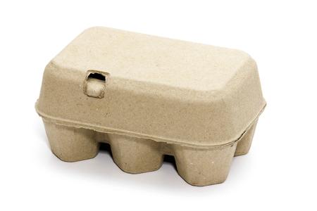 흰색 배경에 6 닭고기 달걀 카 톤 상자. 골 판지 계란 상자 6 신선한 계란 절연