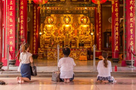 lengnoeiyi: Bangkok, Thailand - July 15, 2015 Unidentified people is praying at  Wat Lengnoeiyi of Yaowarat or China Town of Thailand. This temple is very famous for Thai-Chinese people.