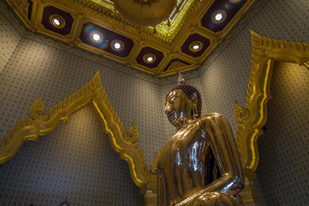 biggest: Bangkok, Thailand - Aug 7, 2015 The biggest golden Buddha of Asia at Wat Trai Mite or Trai Mit Temple.