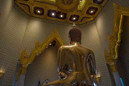 mit: Bangkok, Thailand - Aug 7, 2015 Behide the biggest golden Buddha of Asia at Wat Trai Mite or Trai Mit Temple. Editorial