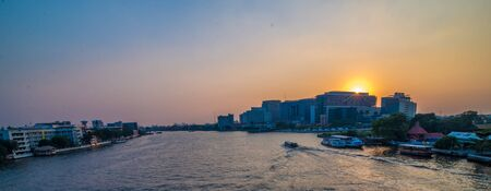 phraya: Bangkok, Thailand. Sunset at Chao Phraya River