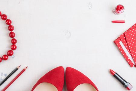 패션 여자의 아직도 인생입니다. 여성 화장품 배경입니다. 필수 패션 여성 개체 오버 헤드