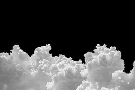nuage blanc isolé sur fond noir