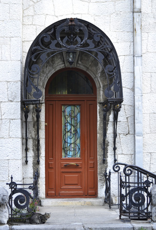 vetrate colorate: Wooden door with stained glass windows