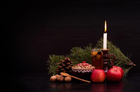 Kutia。ウクライナ、ベラルーシ、ポーランドの伝統的なクリスマス甘い食事。休日。空間、黒の背景をコピーします。