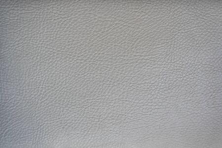 Glatte Oberfläche aus hellgrauem Leder. Hintergründe und Texturen.