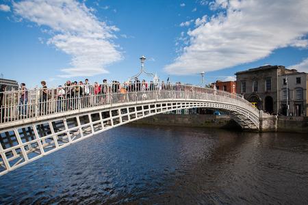 penny: Ha penny bridge, Dublin