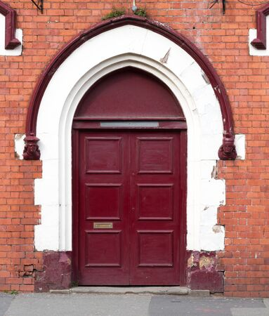 Old Crimson door on brick wall background. Standard-Bild - 144220666