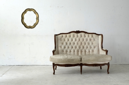 leather sofa in white room  Standard-Bild
