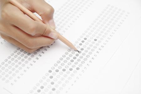 テスト フォームを標準化、回答の中で泡立ったと鉛筆、アンサー シートに焦点を当てる 写真素材 - 44876976