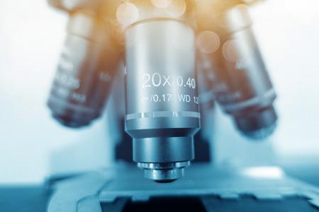 研究室の顕微鏡。科学・医療の研究の背景。 写真素材 - 70538748