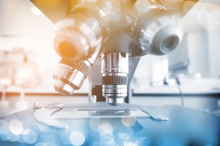 研究室の顕微鏡。科学・医療の研究の背景。 写真素材 - 74760134