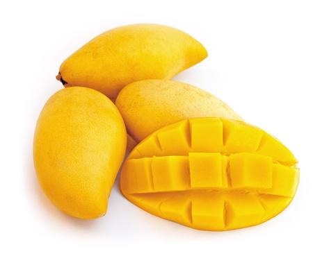 comiendo frutas: Mango amarillo aislado en un fondo blanco Foto de archivo