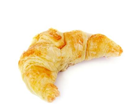 mantequilla: Fresco y sabroso croissant sobre fondo blanco Foto de archivo