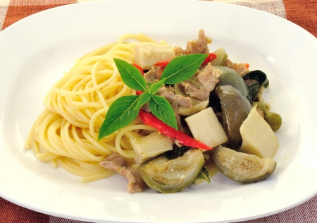 spaghetti with green pork curry Stock Photo - 15467197