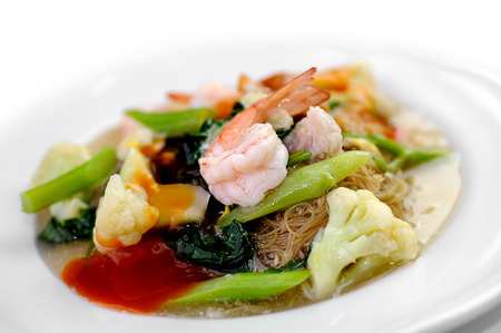 noodles with prawns photo