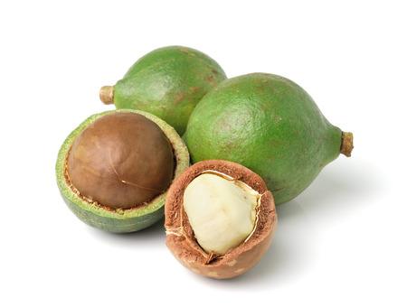 macadamia: noix de macadamia sur fond blanc
