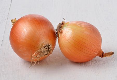 cebolla blanca: cebolla en madera