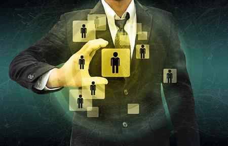 figura humana: Empresario Elegir la persona adecuada en el viejo textura