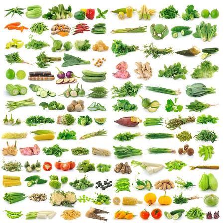verduras: hortalizas frescas aisladas sobre un fondo blanco