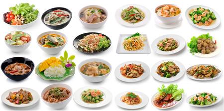 sopa de pollo: conjunto de alimentos tailand�s en el fondo blanco Foto de archivo