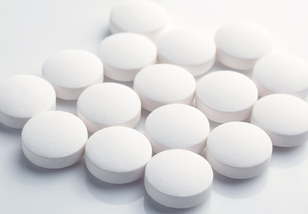 white pills Stock Photo - 46516951
