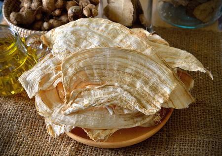 プエラリアミリフィカや白い Kwao Krua 写真素材 - 79865818