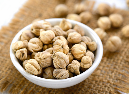 flavouring: cardamom in a bowl