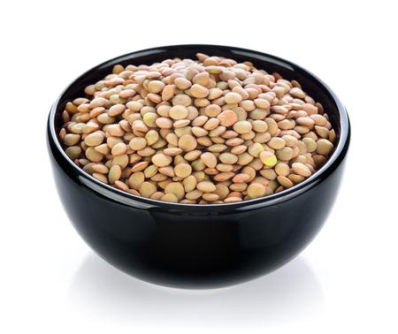 白い背景上にボウルに豆