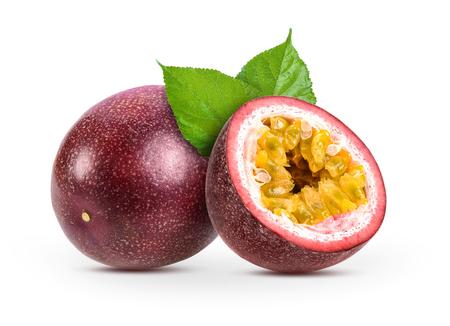 passionfruits geïsoleerd op een witte achtergrond