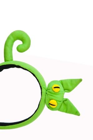 cintillos: Vinchas verdes de gato aislados en blanco