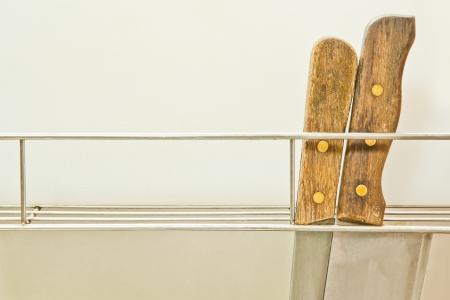cucina antica: Vecchio coltello da cucina nel gancio Archivio Fotografico