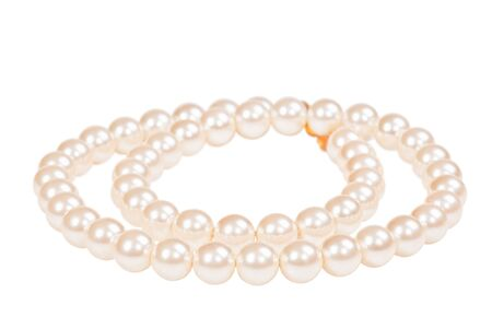 Pearl necklace isolated on white Banque d'images