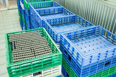 encendedores: Encendedores cesta en la fábrica Foto de archivo