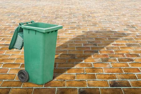 saltar: Bin outside against brick yard, Backgrounds