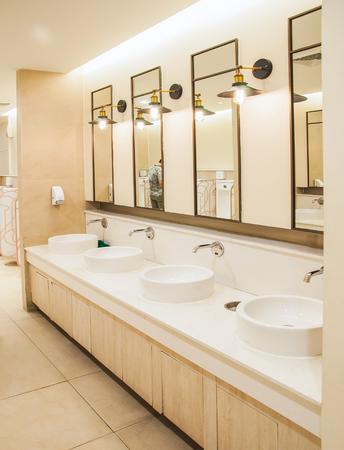 Heren toilet in het warenhuis