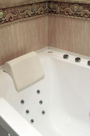 Bathtub in a luxurious bathroom Stock Photo - 14571460