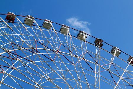 ferriswheel: Ferris ruota contro il cielo blu