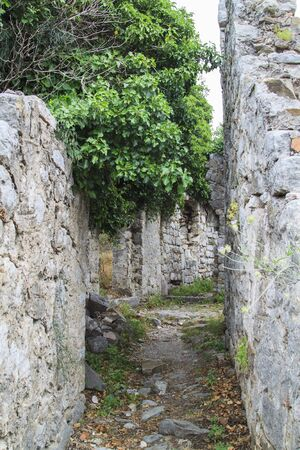 View of ancient streets in ruins of Stari Bar, ancient fortress in Montenegro Foto de archivo - 150115404