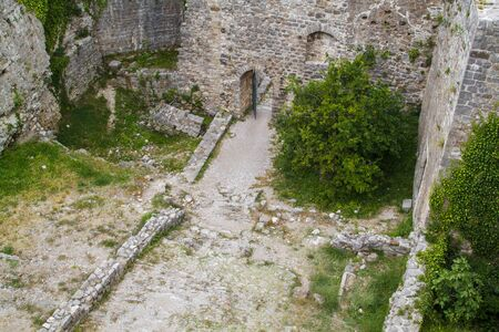 View of ancient streets in ruins of Stari Bar, ancient fortress in Montenegro Foto de archivo - 150115999