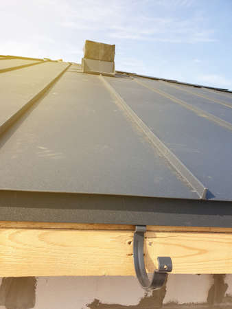 close up view of folded roof of house under construction with holders for gutters water drainage system Zdjęcie Seryjne