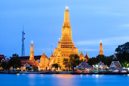 wat arun: Wat Arun across Chao Phraya River Stock Photo