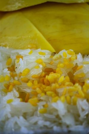 Dolce di riso appiccicoso con mango, dessert tailandese Archivio Fotografico