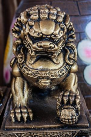 Escultura de dragon en restaurante chino Stock Photo