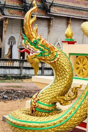 Drago di fronte a Wat Phra Singh, a Chiang Mai, Thailandia. Archivio Fotografico