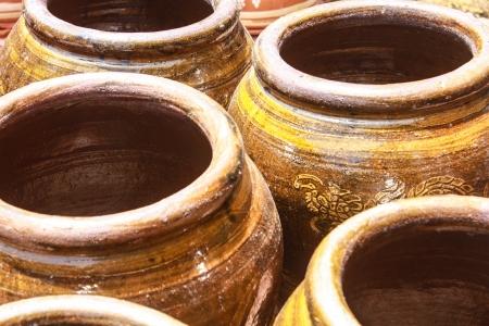 earthen: grande vaso di terra con sfondo grunge