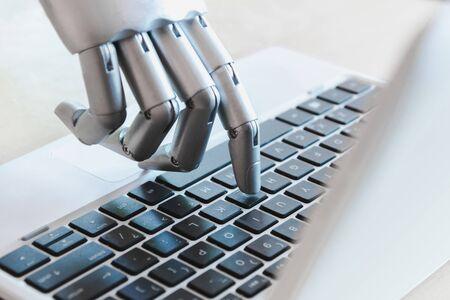 Roboterhände und -finger zeigen auf Laptop-Button-Berater Chatbot-Roboterkonzept für künstliche Intelligenz