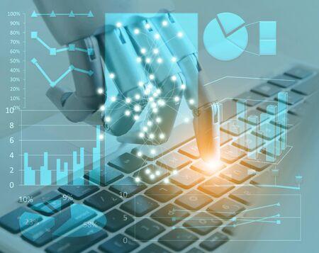 Roboterhände und -finger zeigen auf Laptop-Berater für digitale Tasten, Chatbot-Roboter-Künstliche-Intelligenz-Konzept Standard-Bild