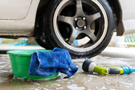 wash a car fabric and bubbles to clean the car Imagens